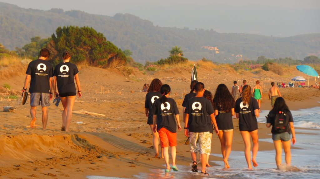 How to reduce stress? A walk on the beach Giannitsochori is a great way to reduce stress while volunteering.