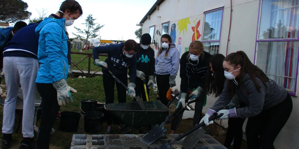 under 18 volunteer