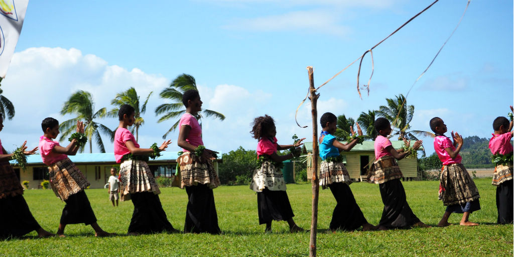 Local dress and dance is just one part of the exciting things that GVI Voluneteers are able to experience themselves in in Dawasamu, Fiji.