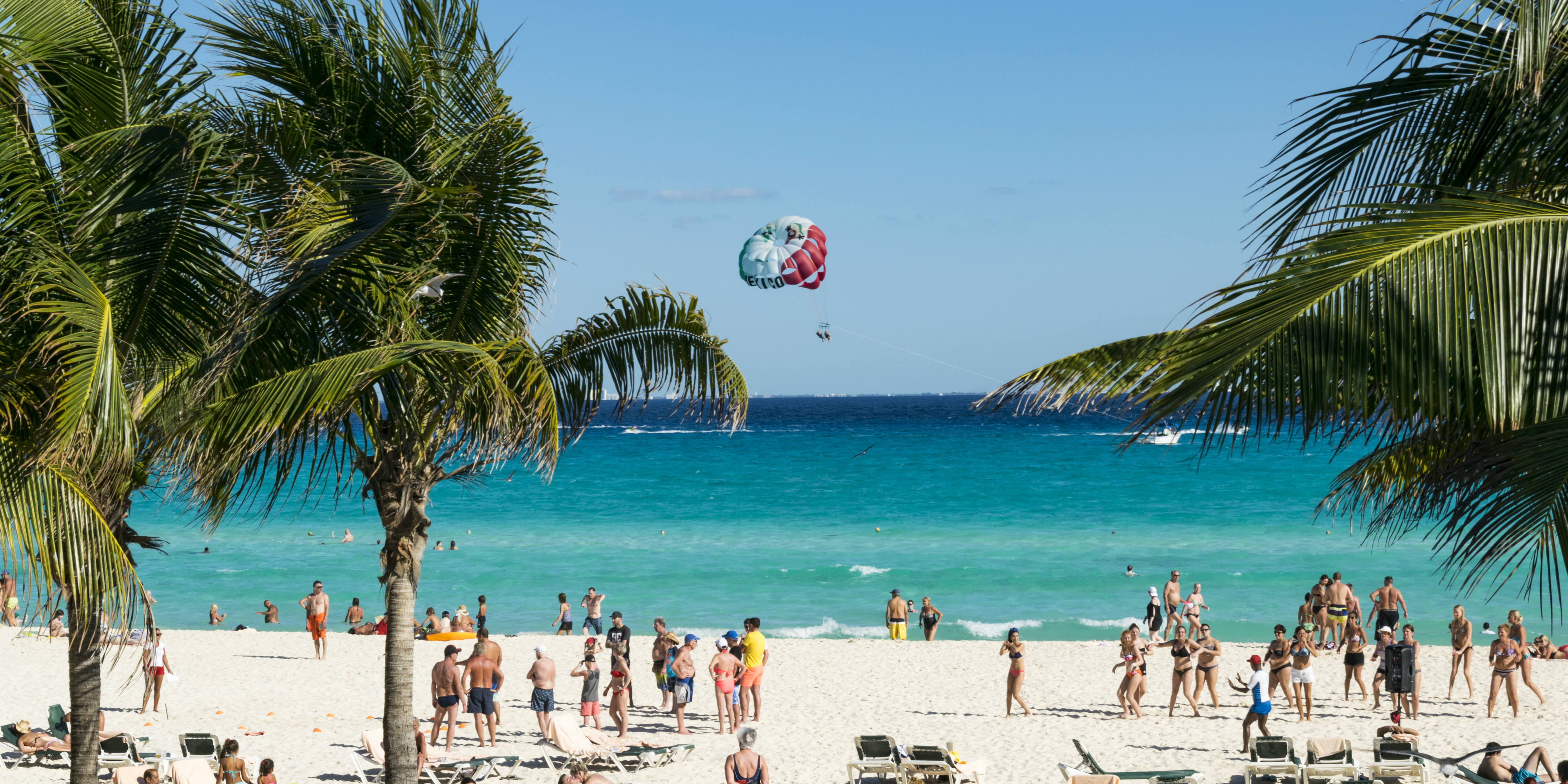 Visit the beaches of Cancun when you volunteer in Mexico