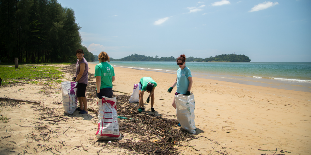 volunteers making an effort to keep the beaches clean