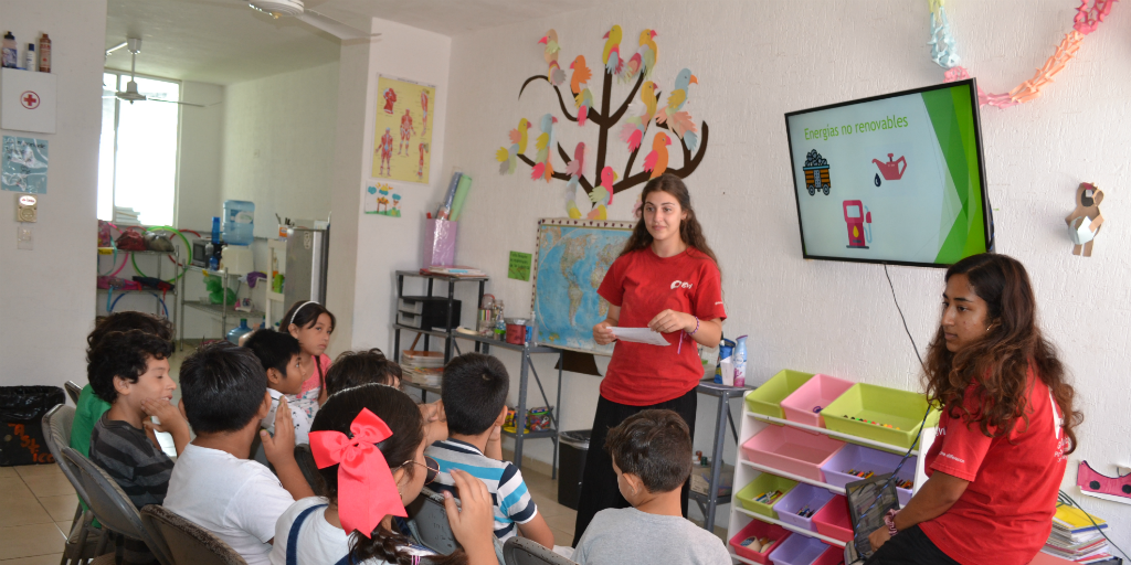 Boost your career skills when you volunteer abroad as a teacher with GVI