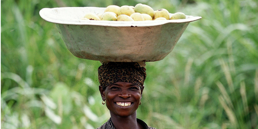 Headloading heavy produce – carrying items by balancing them on the head – was a commonplace for Ghanaian women.