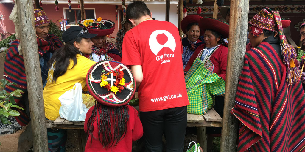 GVI volunteers in Cusco working together with local Peruvian people to make a sustainable impact